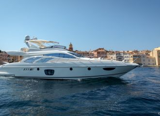 AZIMUT 62 E YACHT FOR CHARTER