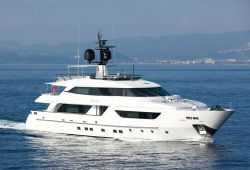 A 37-metre Sanlorenzo yacht cruising on the French Riviera