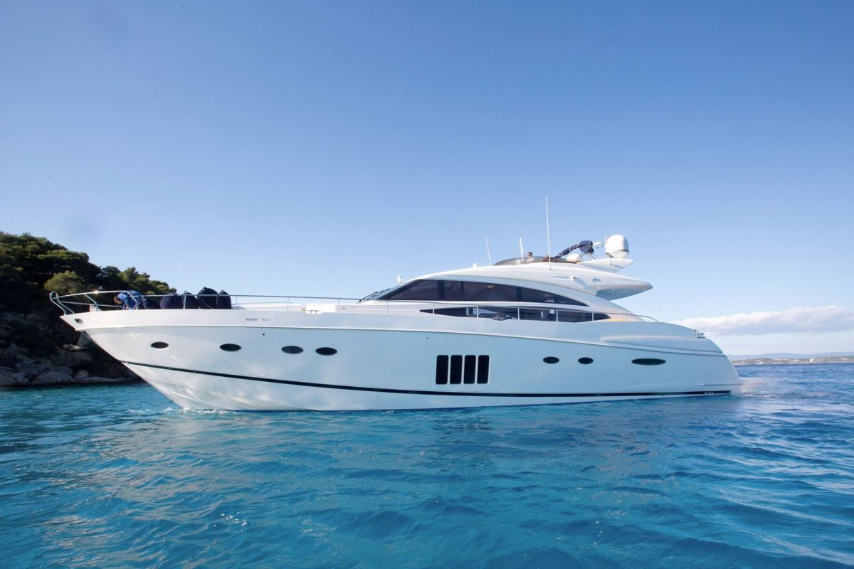 https://www.talamare.com/medias/PRINCESS 85 YACHT FOR CHARTER
