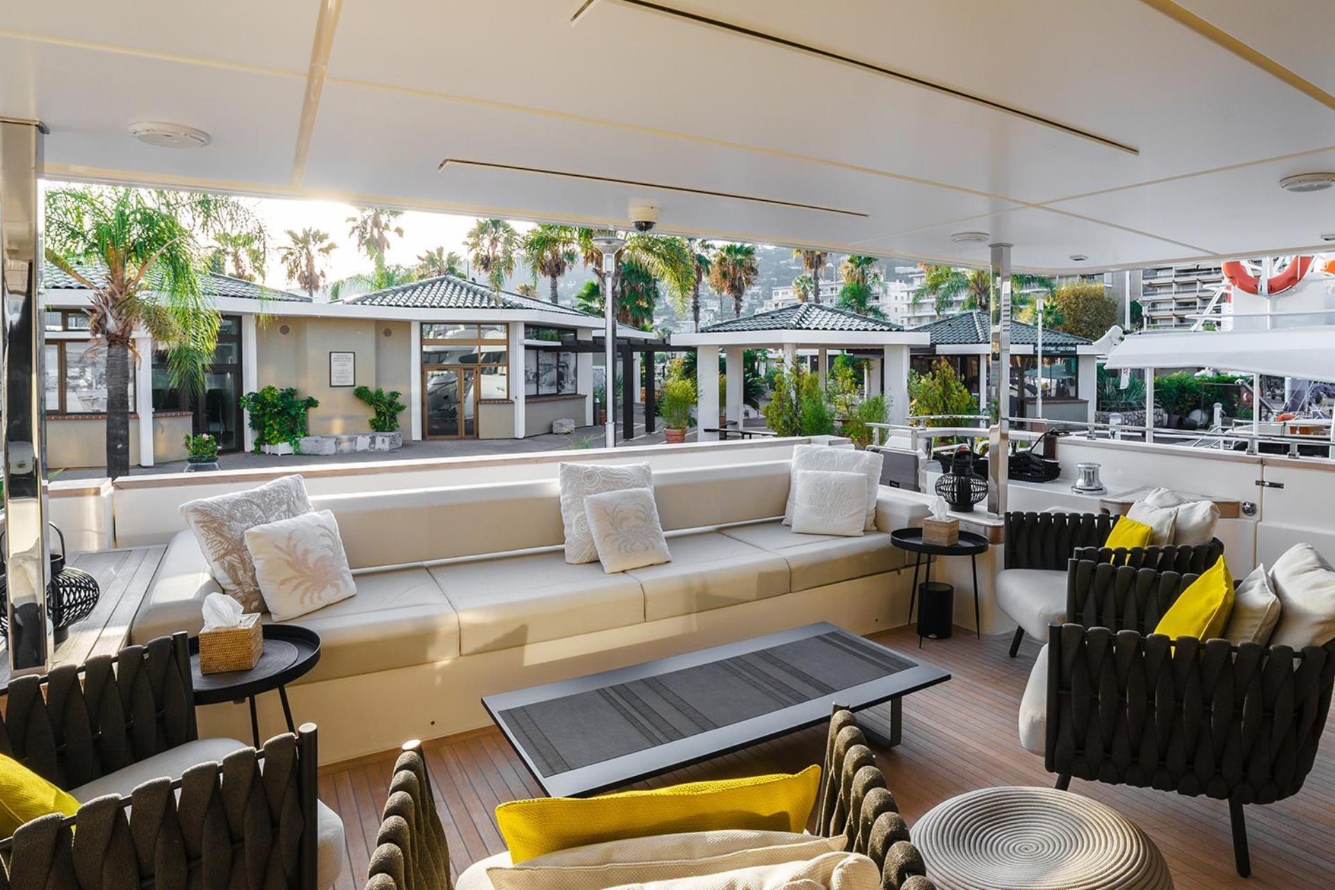 Wondrous Ferretti Navetta 33 Yacht For Charter French Riviera Talamare Creativecarmelina Interior Chair Design Creativecarmelinacom