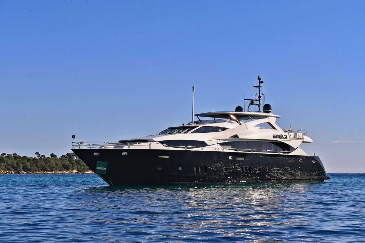SUNSEEKER 34M YACHT FOR CHARTER