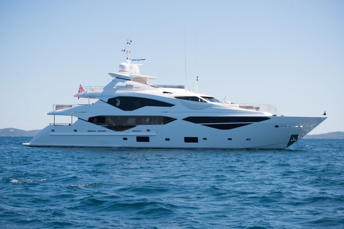 https://www.talamare.com/medias/SUNSEEKER 131 YACHT FOR CHARTER
