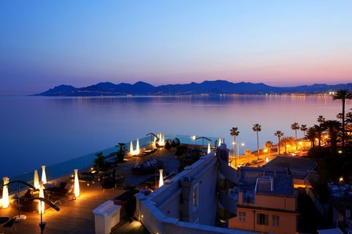 Night view of the Radisson Blu hotel rooftop bar in Cannes