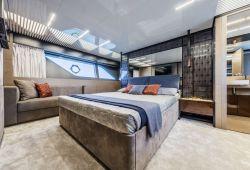 Ferretti 780 - master cabin