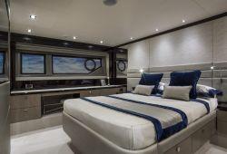 Sunseeker Manhattan 66 - master suite