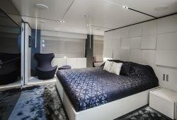 Ferretti Custom Line Navetta 33 - master cabin