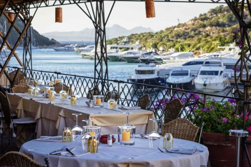 The terrace of the Tanit restaurant overlooking the yachts of the Poltu Quatu marina