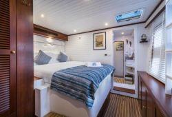 OMBRE BLU Sunreef 70 catamaran boat rental - double cabin