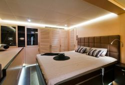 IPHARRA Sunreef 102 catamaran boat rental - double cabin