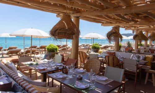 Tables set up for lunch at the restaurant La Réserve à la Plage in Ramatuelle near St Tropez