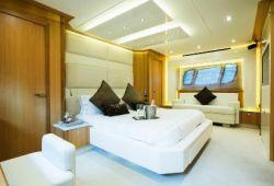 Sunseeker Predator 84 - master cabin