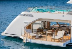 Sanlorenzo 52Steel boat for charter French Riviera - beach club