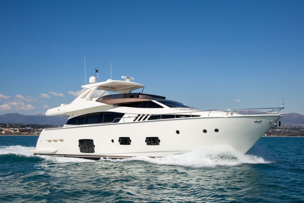 FERRETTI 800 YACHT FOR CHARTER