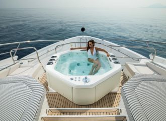 FOREDECK JACUZZI