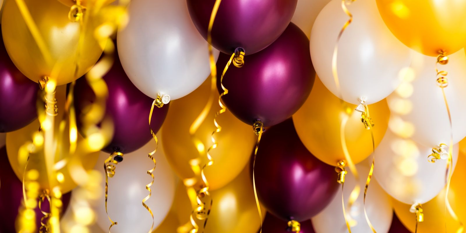 https://www.talamare.com/medias/Coloured balloons to decorate a birthday celebration during a yacht rental