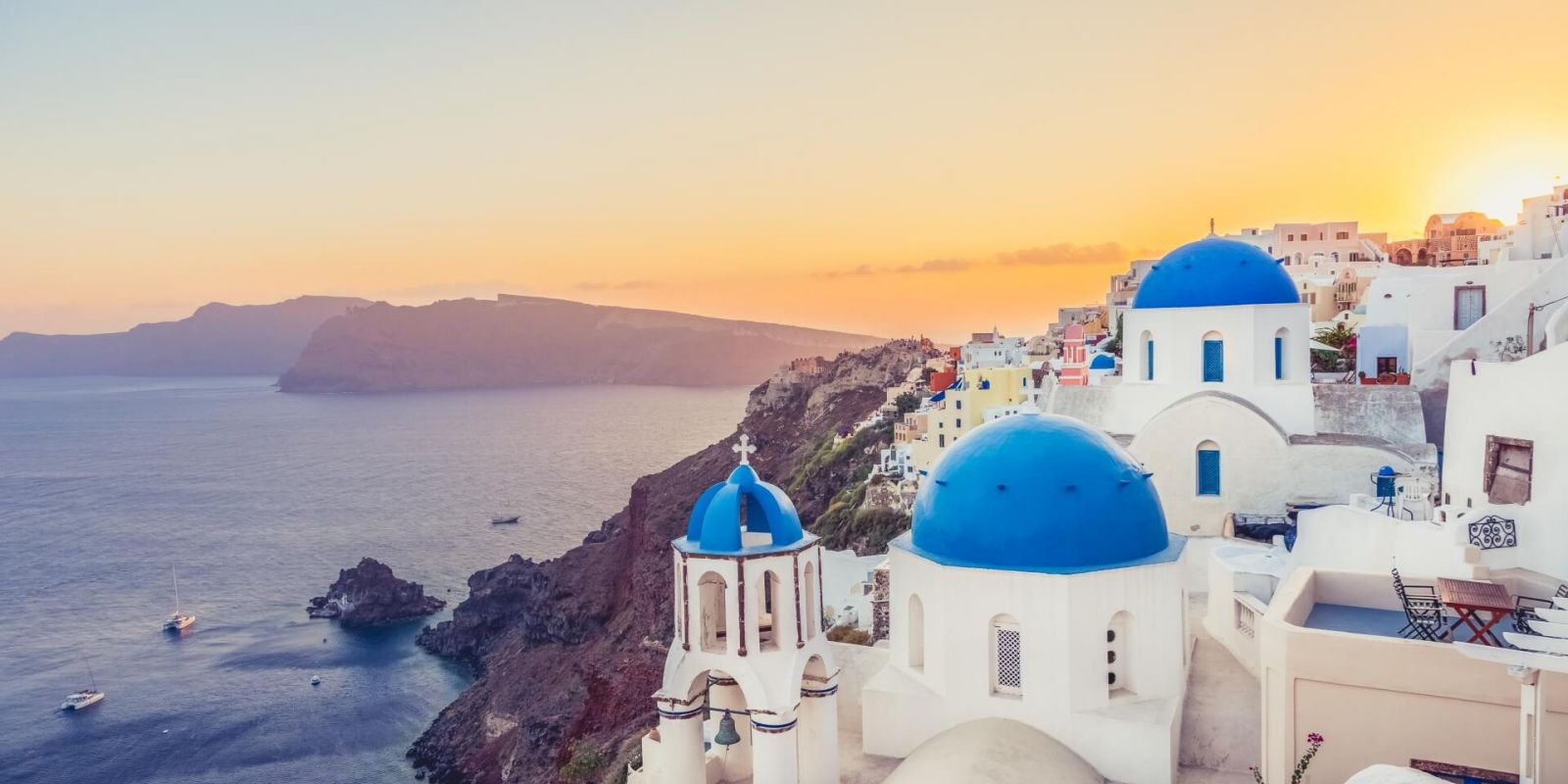 https://www.talamare.com/medias/The beautiful coastal town of Oia on Santorini island in Greece with white buildings and blue domes