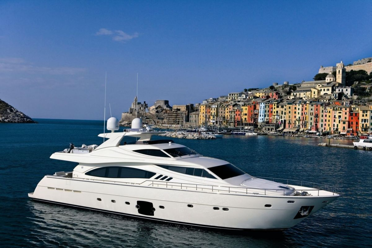 FERRETTI 881 YACHT FOR CHARTER
