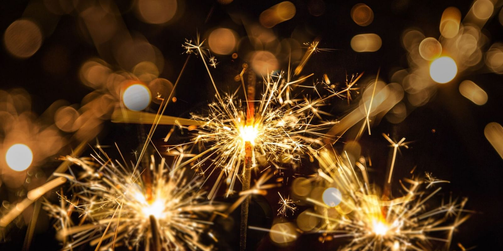 https://www.talamare.com/medias/Sparklers for celebrating a special occasion on a private event yacht charter