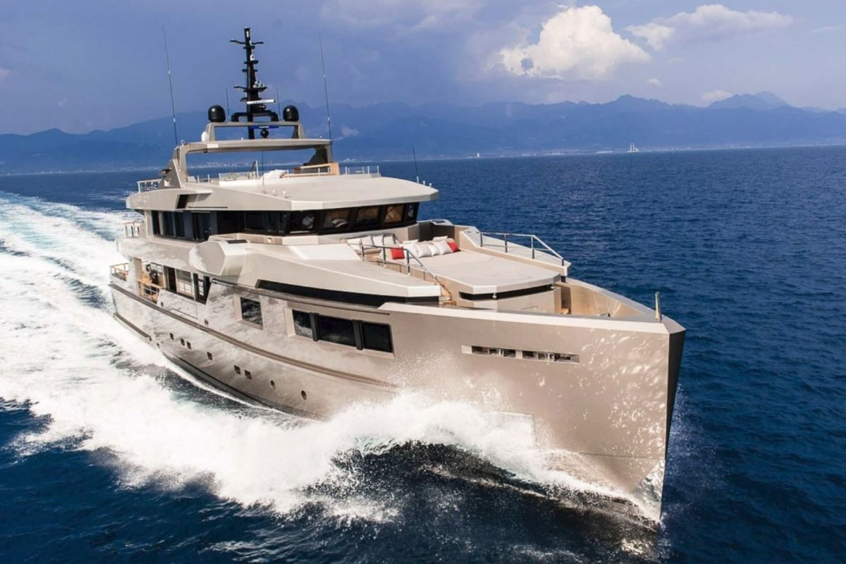 https://www.talamare.com/medias/ADMIRAL IMPERO 40M FOR CHARTER