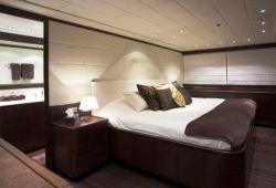 Mangusta 92 - master cabin
