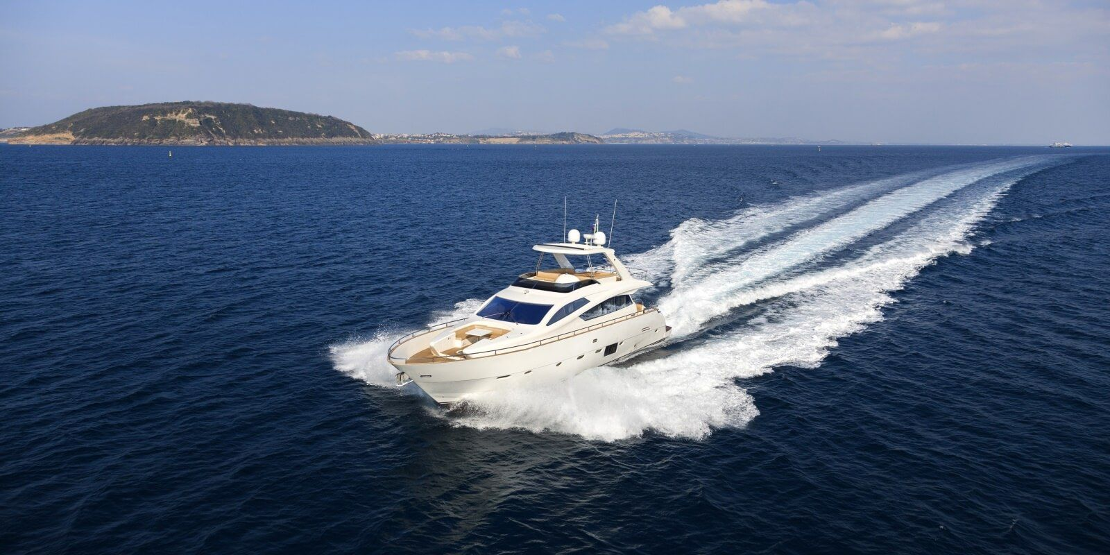 https://www.talamare.com/medias/A motor yacht cruising during a day yacht charter on the French Riviera