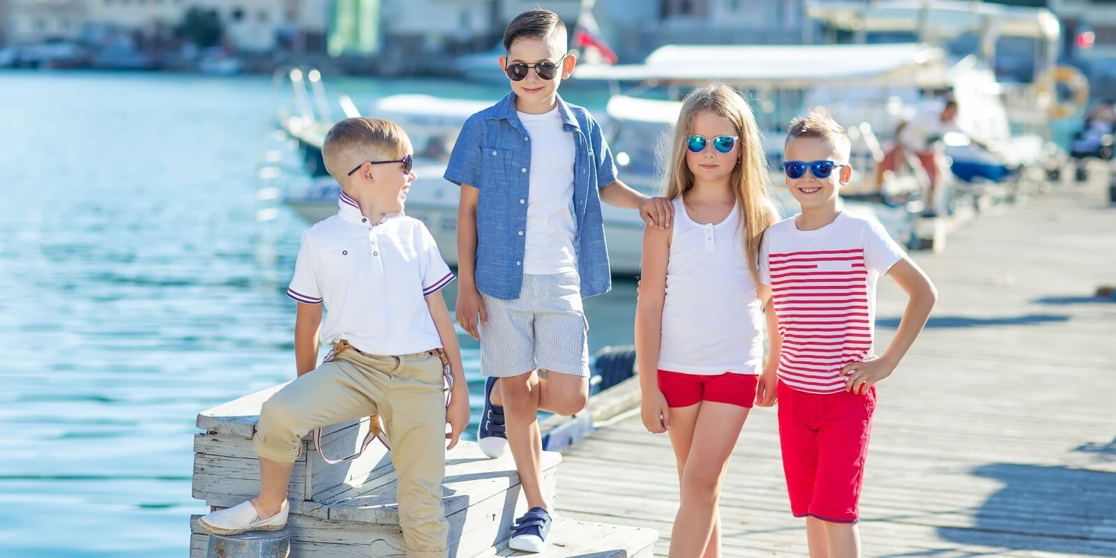 https://www.talamare.com/medias/Four kids boys and girls ready to embark on a charter yacht