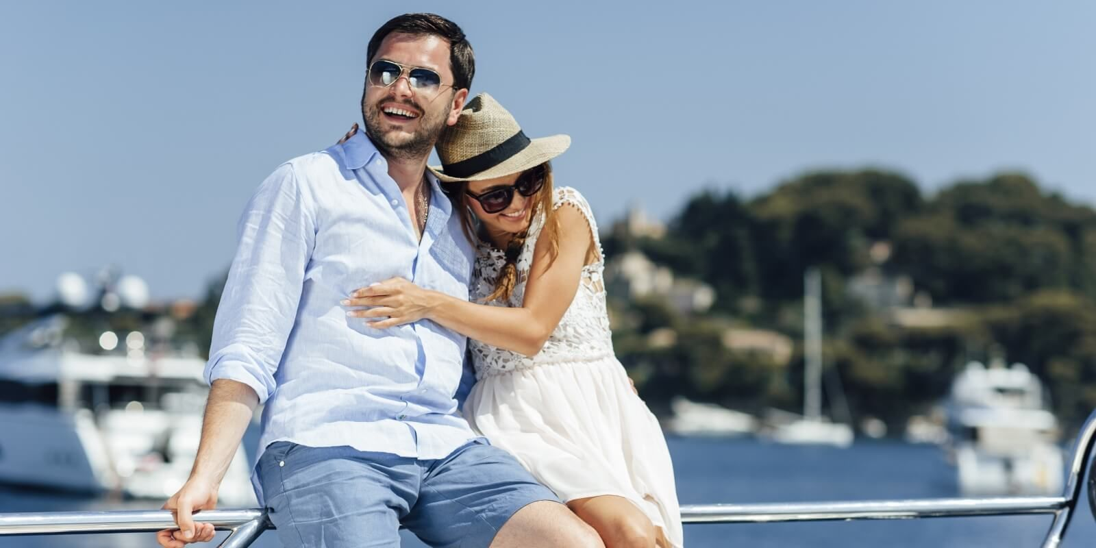 https://www.talamare.com/medias/Parents relaxing on their boat during a family yacht charter in France