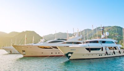 Entertaining clients during a business yacht rental on the French Riviera
