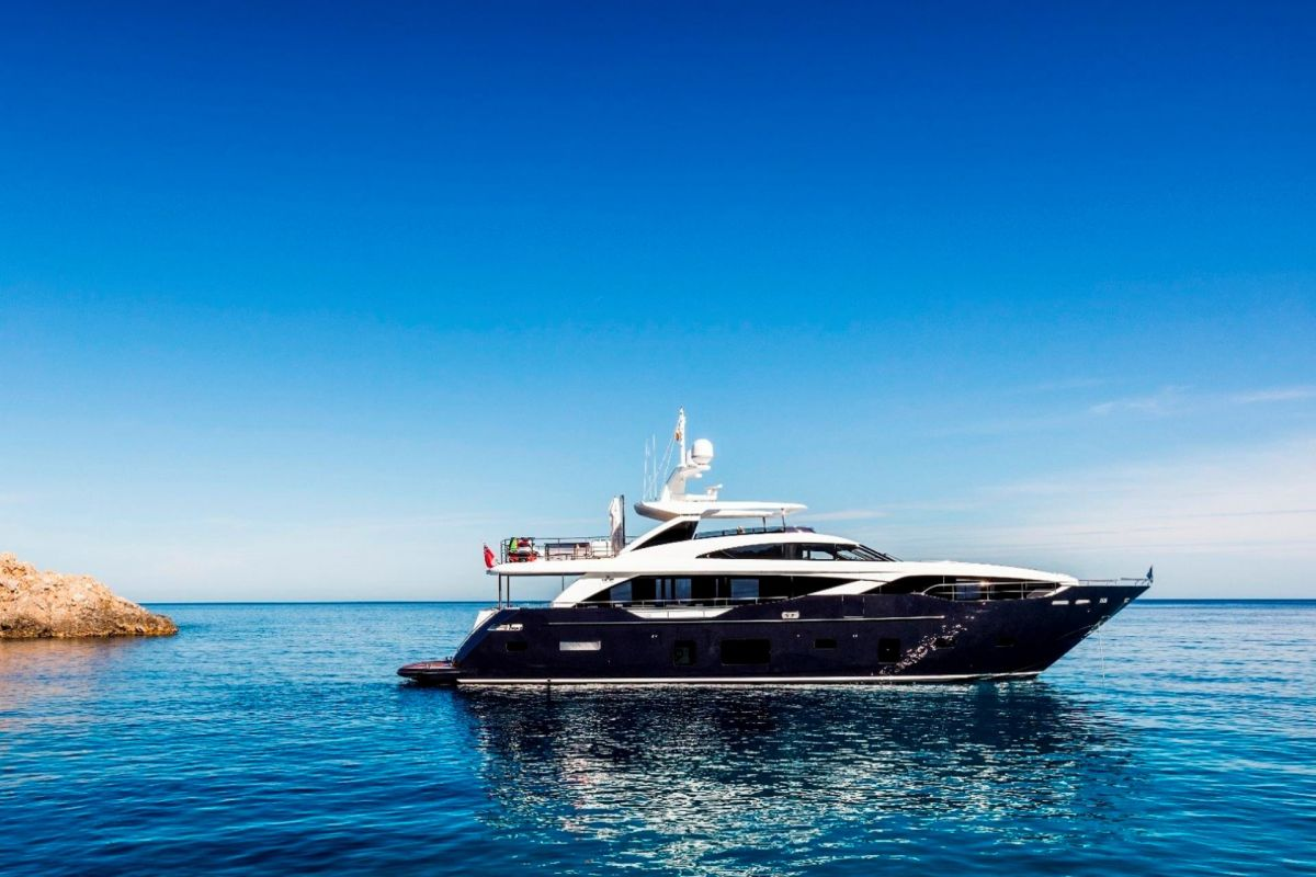 https://www.talamare.com/medias/PRINCESS 30M YACHT FOR CHARTER