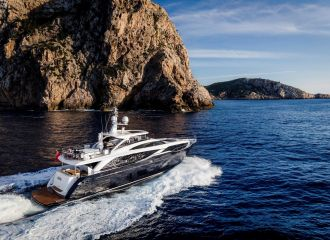 PRINCESS 30M YACHT CRUISING