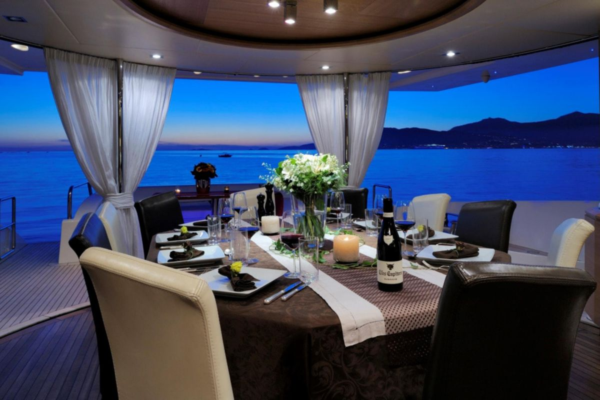 https://www.talamare.com/medias/MAIN DECK DINING
