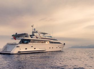 VERSILCRAFT 96 YACHT FOR CHARTER