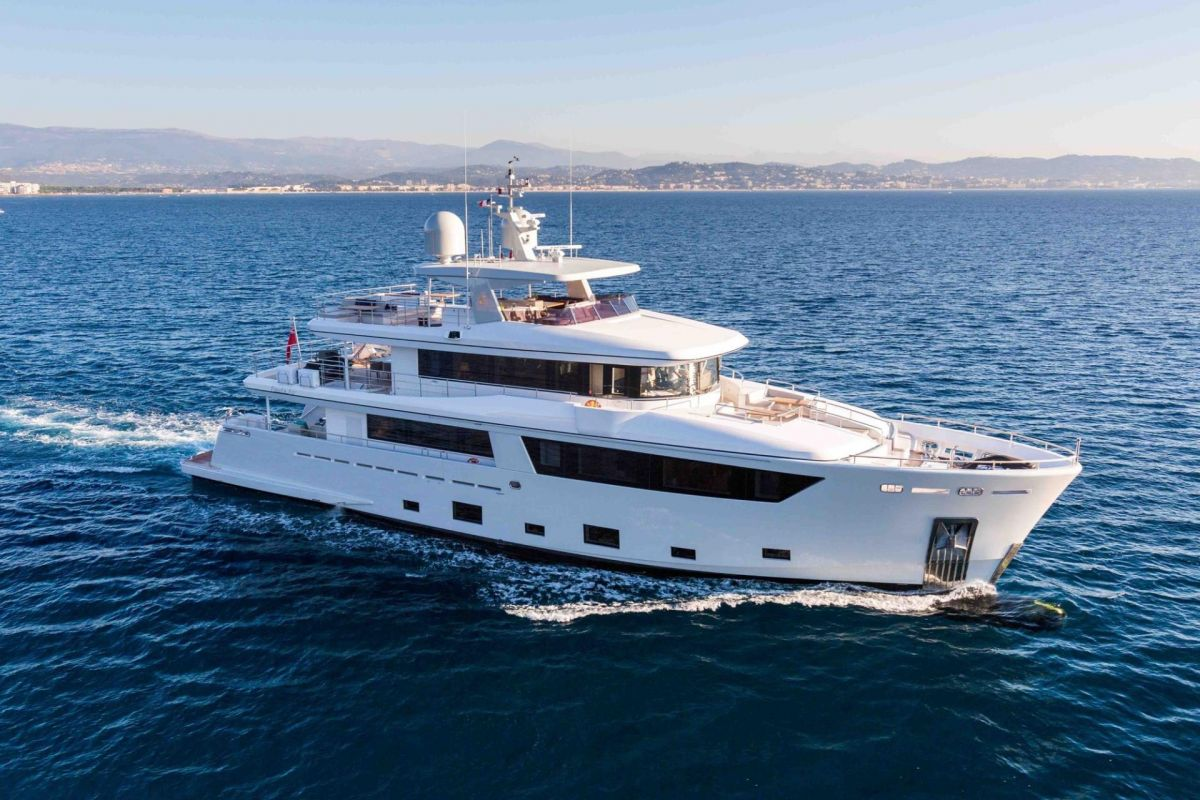 https://www.talamare.com/medias/33M CANTIERE DELL MARCHE YACHT