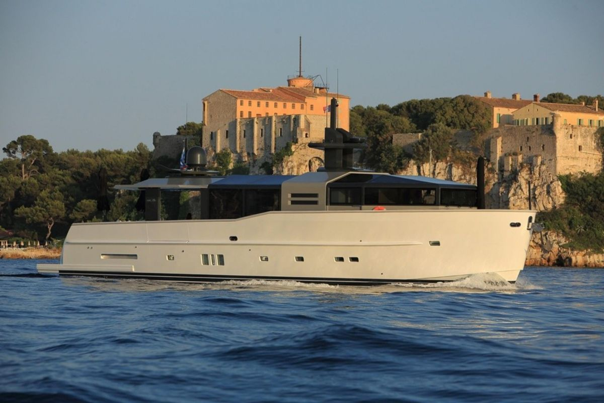 https://www.talamare.com/medias/ARCADIA 85 YACHT FOR CHARTER